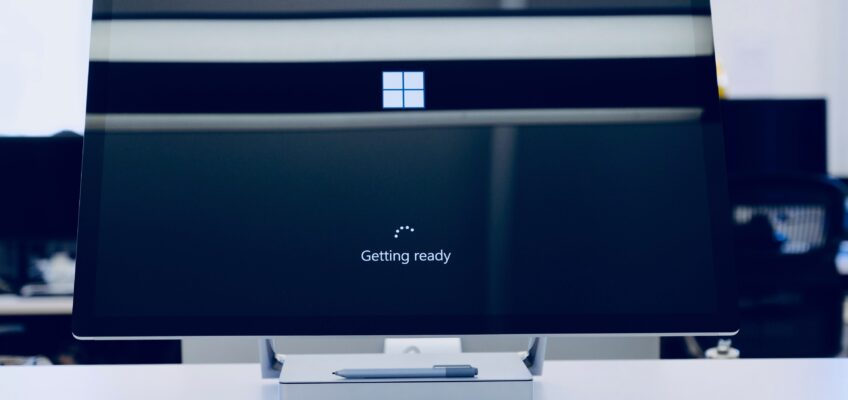 microsoft computer with getting ready update message on black screen